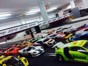 Altre vista dels setze cotxes de la graella