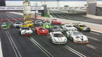La categoría GT3 va aportar varietat a la graella.