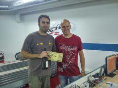 Sergi González en nom deXatarrería Team, tercer classificat de GT i quart de la general, amb Óscar en representació del Slot Club La Lira