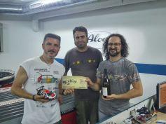 Metteoritos, segons de la cursa, amb Sergi, president del Slot Club La Lira entregant els premis